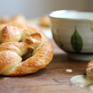 Soft Pretzels with Spicy Beer Cheese Sauce