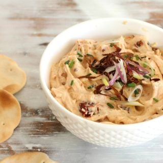 Spicy sun-dried tomato dip